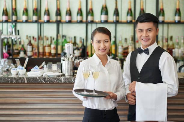 Сколько в среднем зарабатывают официанты в ресторане