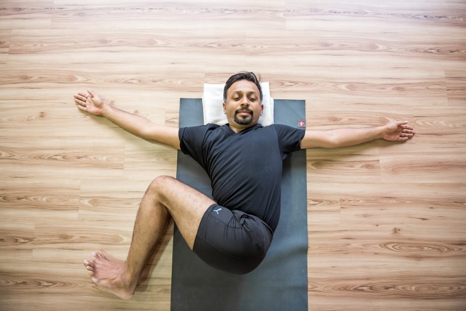 йога растяжка упражнения для