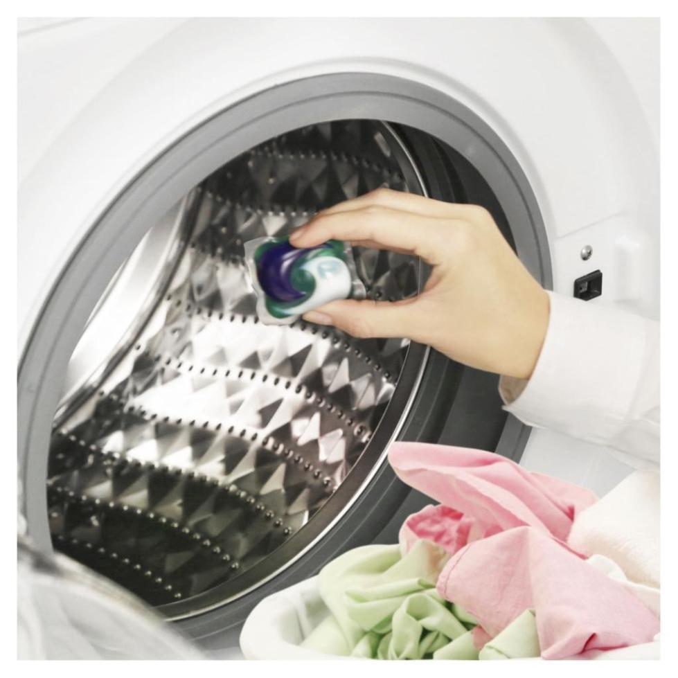 Капсула помещается в барабан стиральной машины