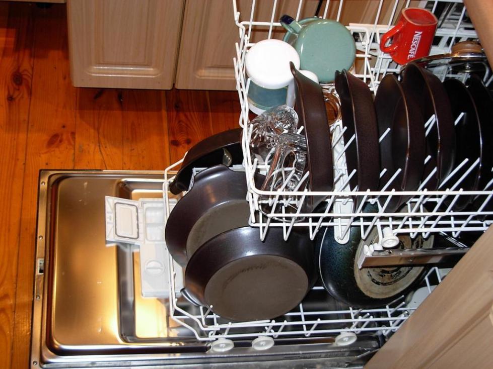 Загрузка любой посуды в машину