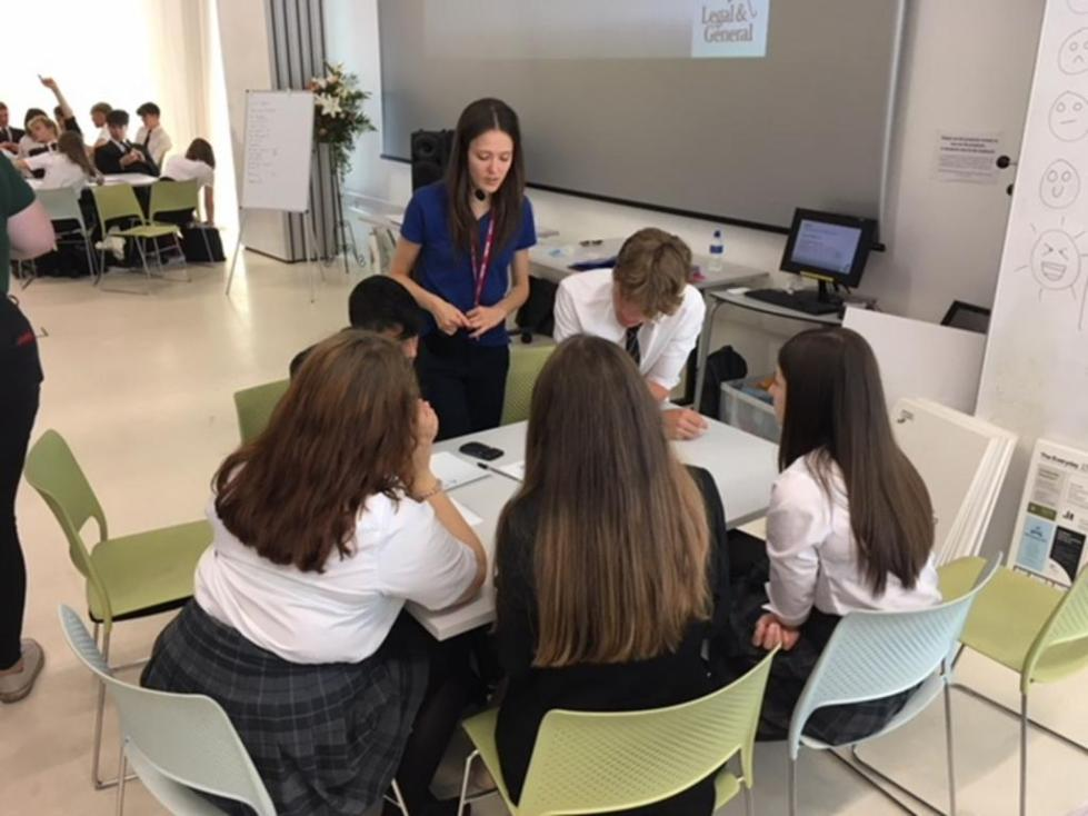 группы школьников решают задачи