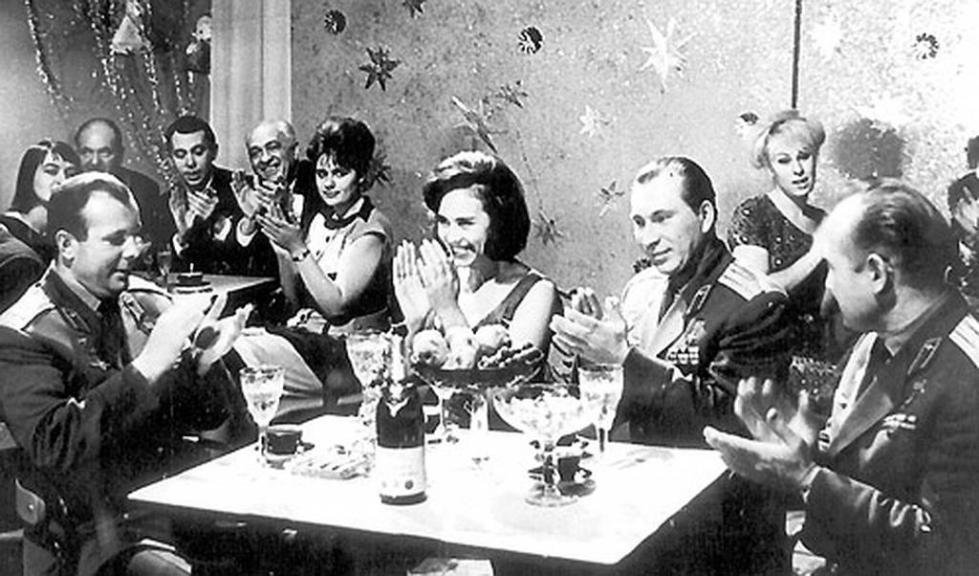 На Голубом Огоньке за одним столиком с Гагариным!
