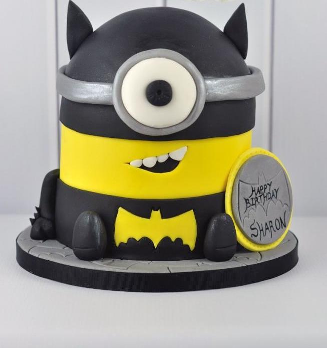 Миньон в форме Бэтмена