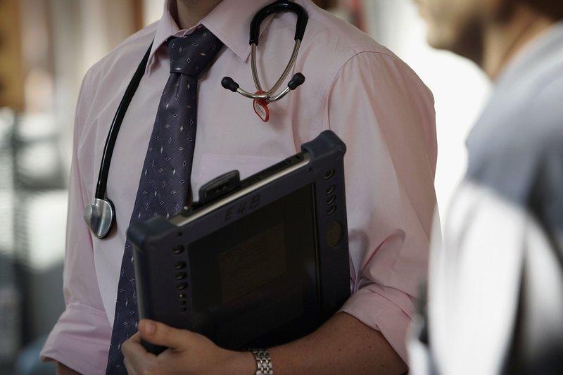 средняя зарплата врача в сша