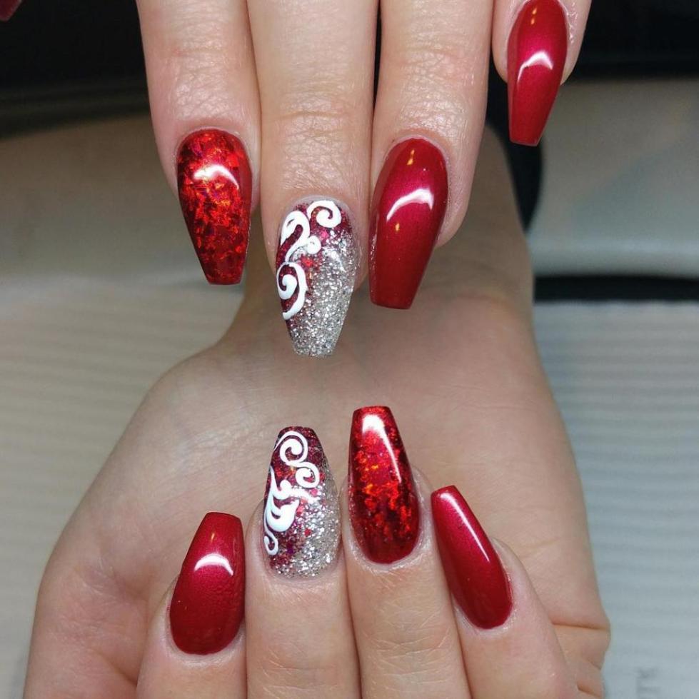 ярко-красный маникюр на длинные ногти