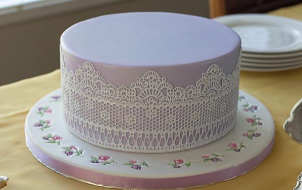 Торт с кружевом