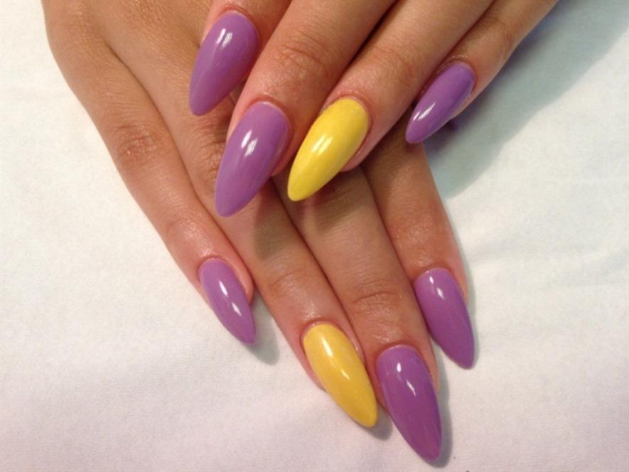 Желто-фиолетовый маникюр