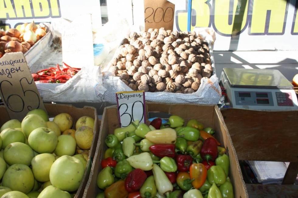 Овощи на рынке в Феодосии