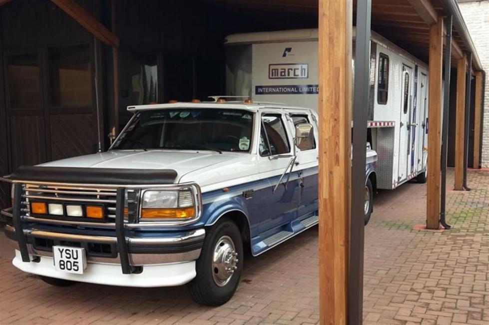 Американский фургон старого поколения