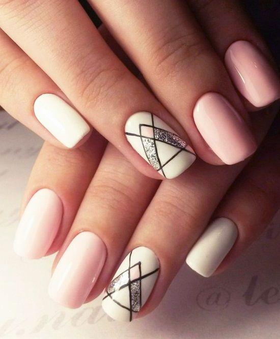Розовые ногти с геометрией