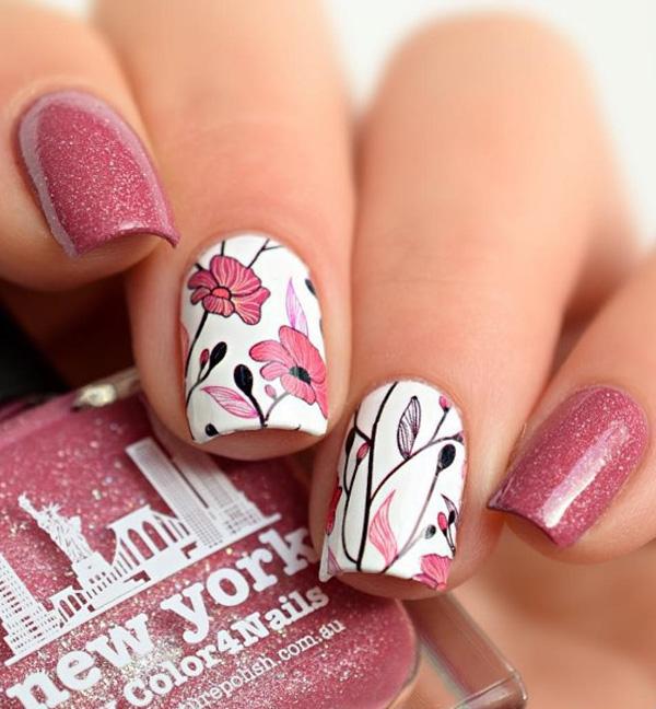 Розовый маникюр летний
