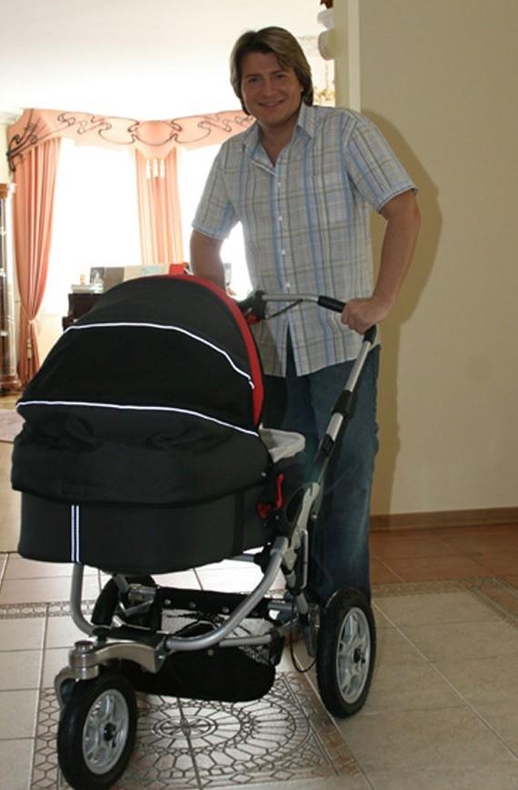 Николай Басков с коляской