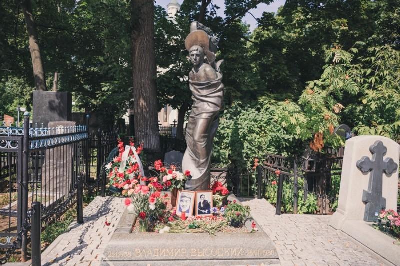 Владимир Высоцкий на Ваганьковском кладбище в Москве