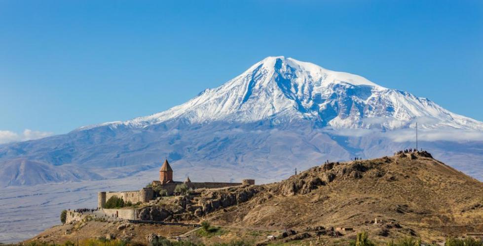 вид на армянский монастырь