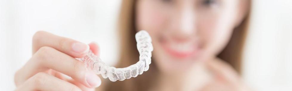 выравнивание зубов без брекетов с помощью виниров