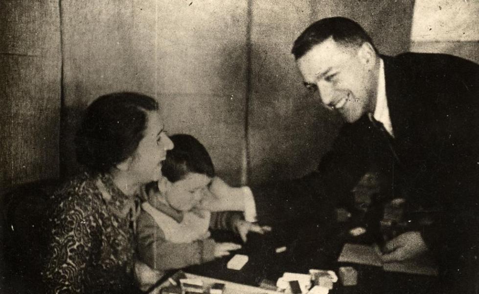 Лев Выготский с семьей
