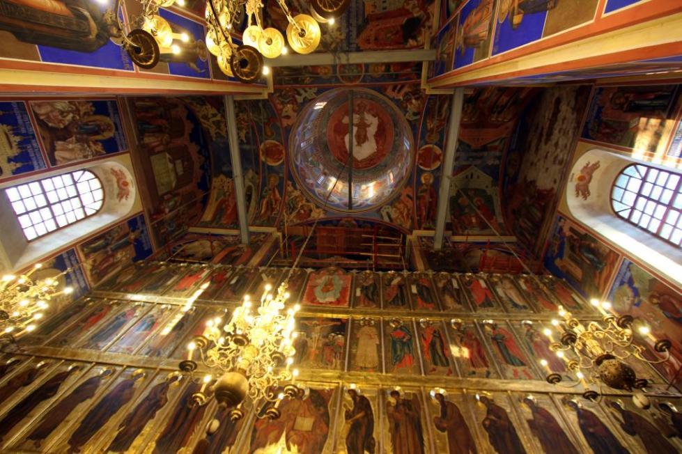 Своды храма и фрески