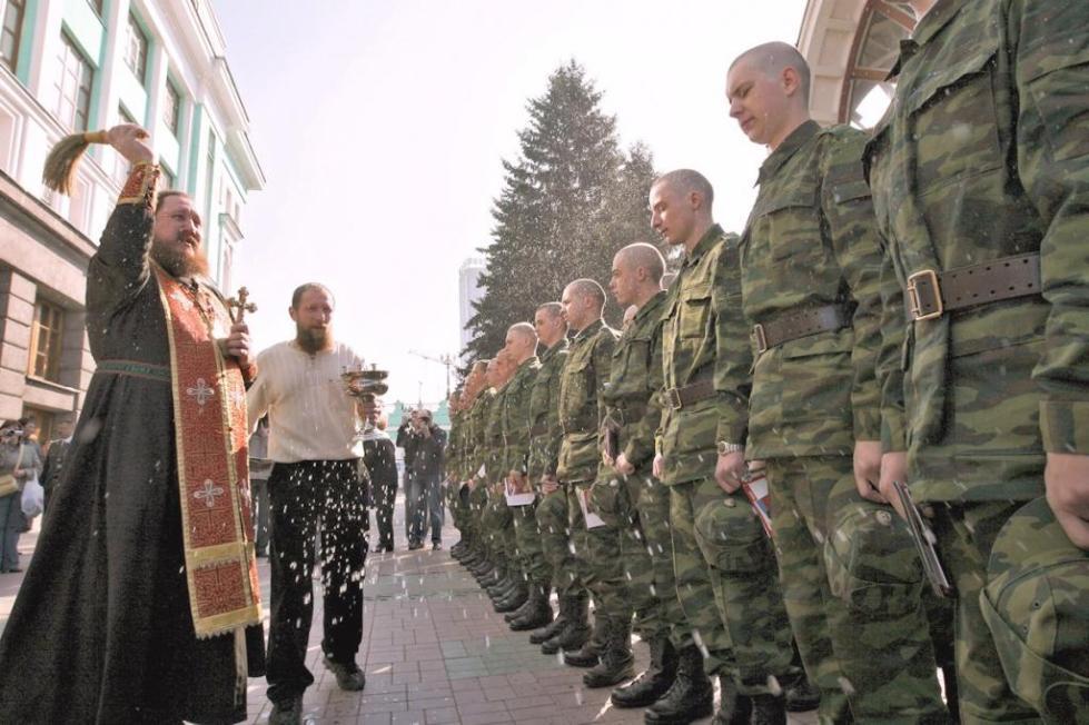 священник и солдаты