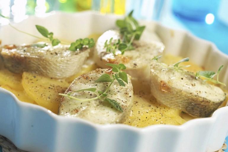Классический рецепт щуки с картофелем в духовке