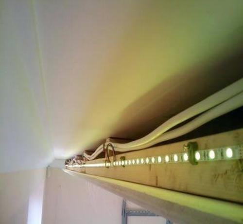 установка светодиодной ленты под натяжной потолок