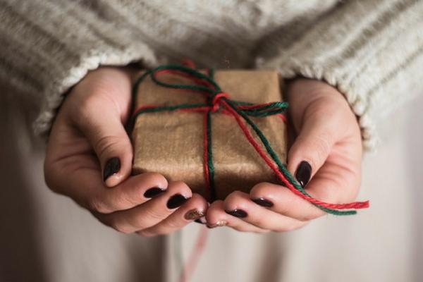 Отдать подарок