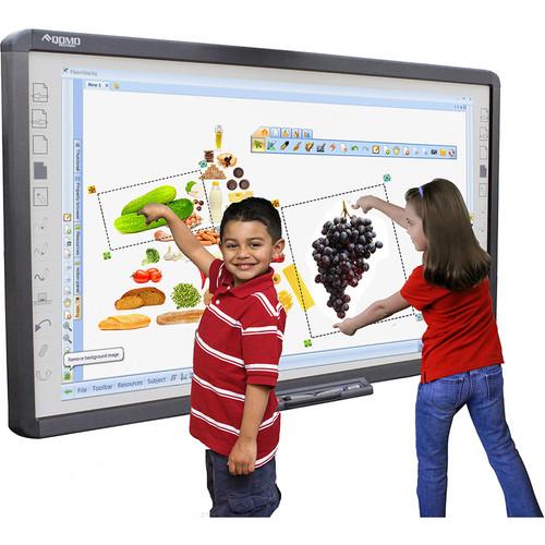 дети возле интерактивной доски