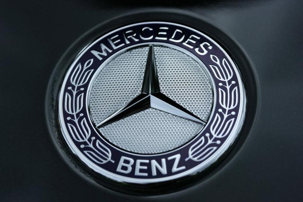 """Логотип компании """"Мерседес""""."""