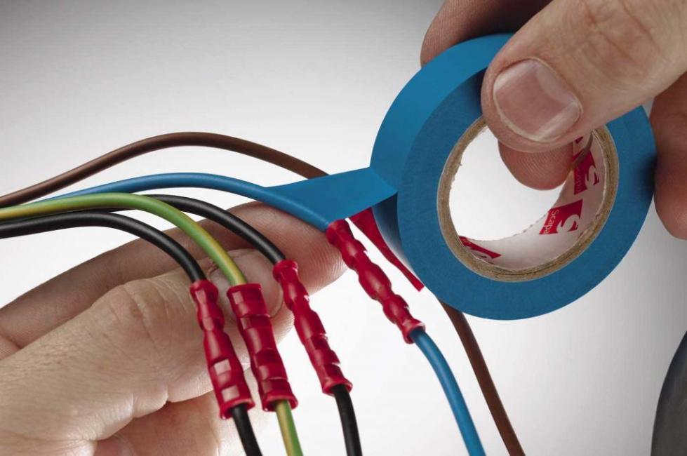 Изоляция проводов специальной лентой.