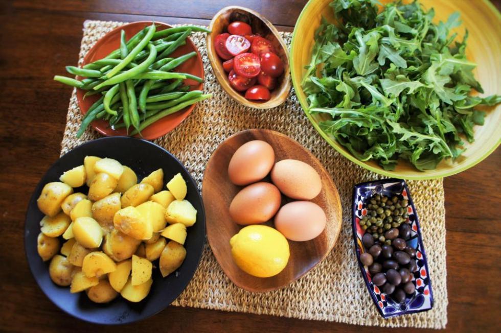 легкий салат к мясу рецепт