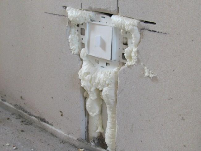 розетка в стене как закрепить