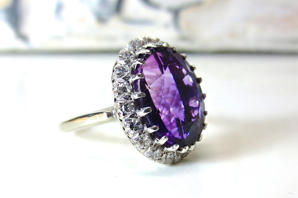 Кольцо с фиолетовым аметистом