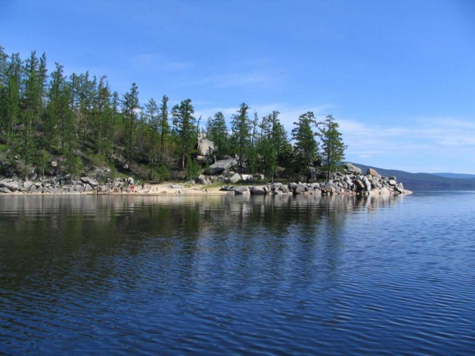 Мыс Трехстенка на озере Баунт