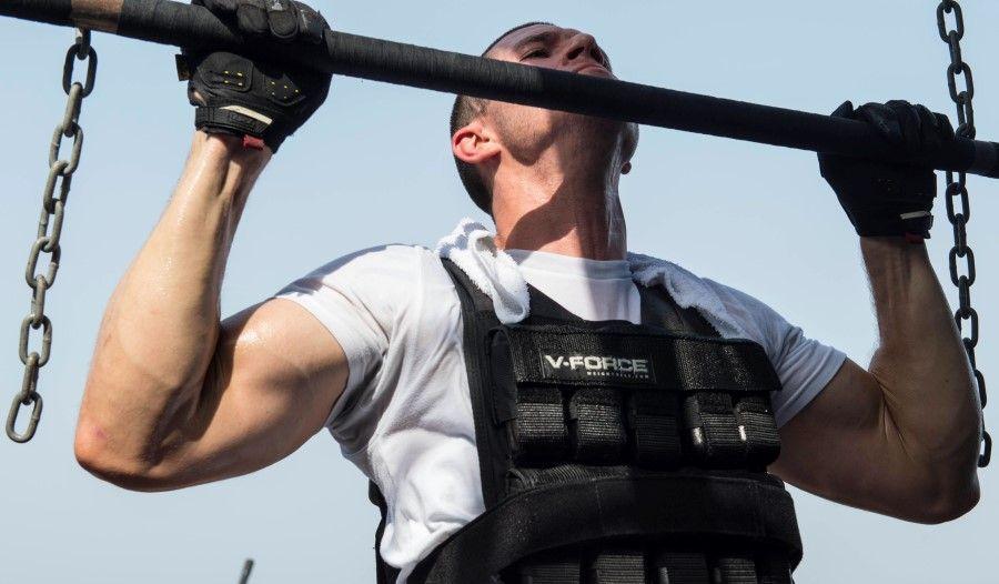 Подтягивание широким хватом: какие мышцы работают?