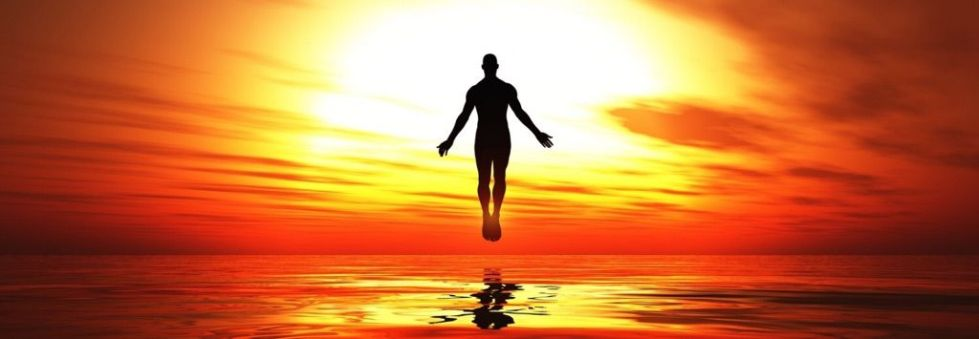 человек, летящий в астральный мир