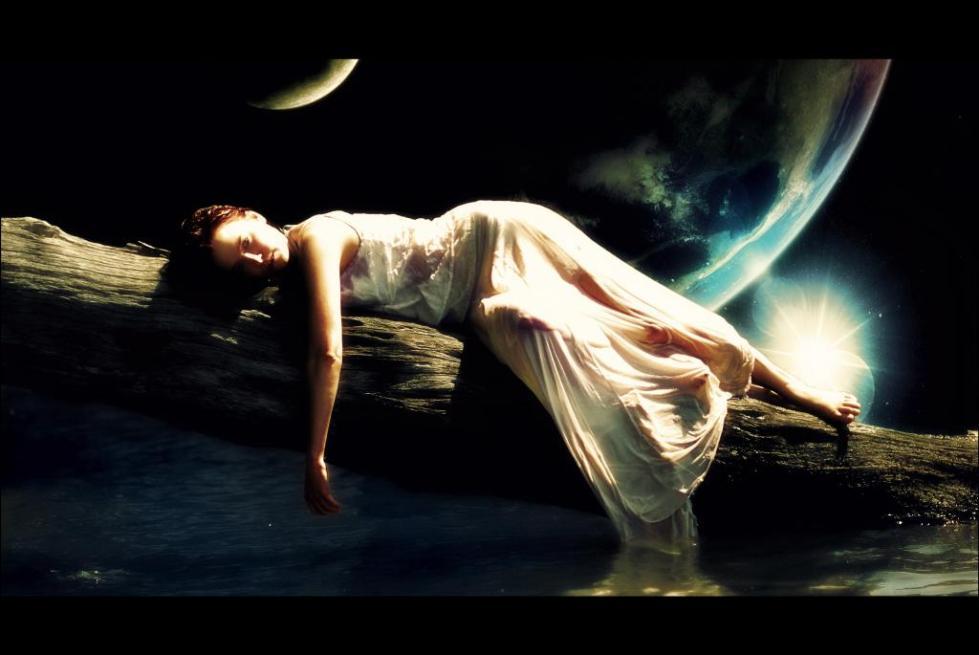 женщина в астральном мире