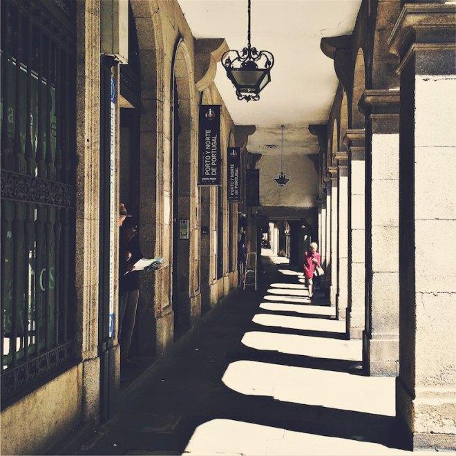 Sonne in Arkaden Santiago de Compostela