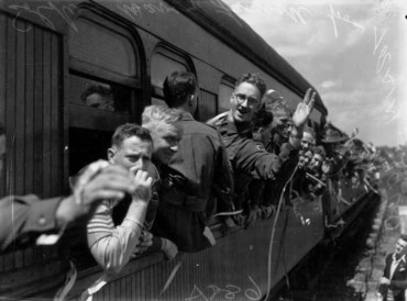 נוסעי רכבת במאה ה-19. לכי חפשי אותי