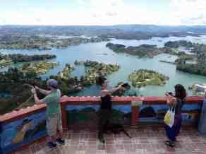 Touristen auf der Felsspitze (Bild: M. Schäfer)