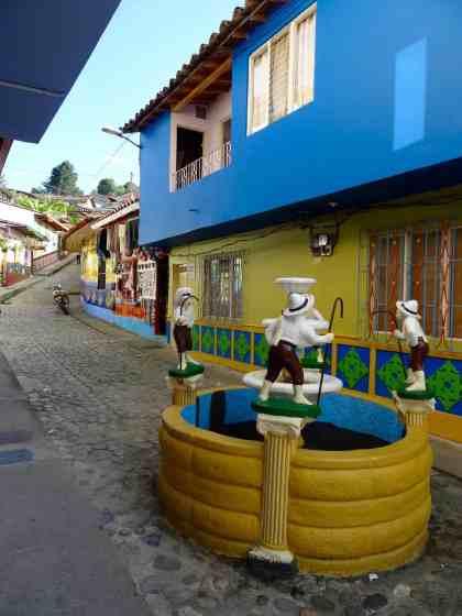 Guatapé: Der passende Brunnen