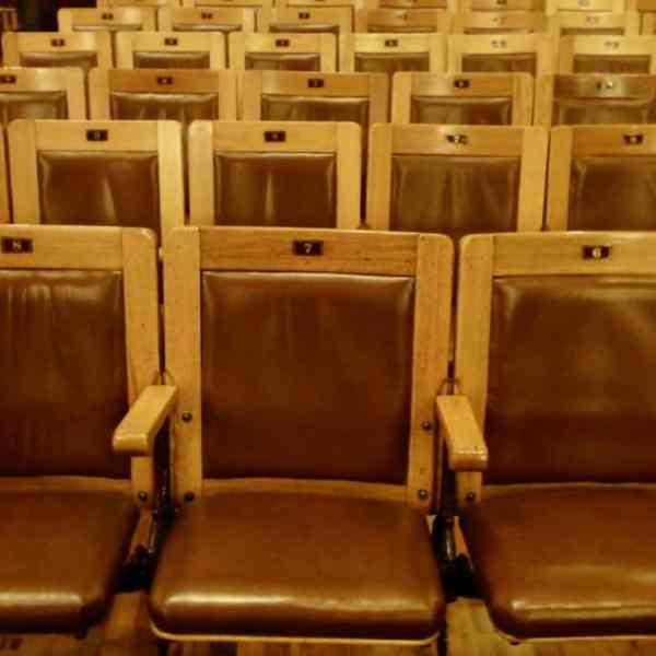 Leere Stühle (Bild: M. Schäfer, Textrakt)