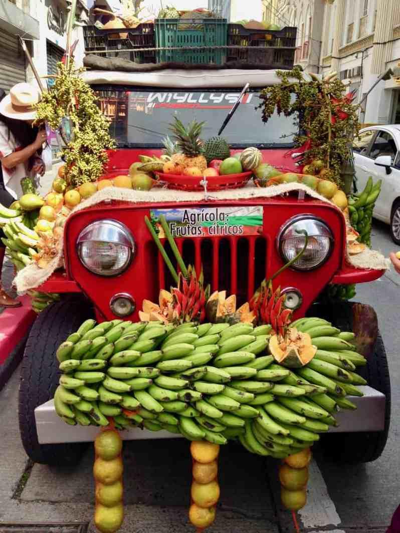 Frucht-Willys an der Feria de Manizales (Bild: M. Schäfer, Textrakt)