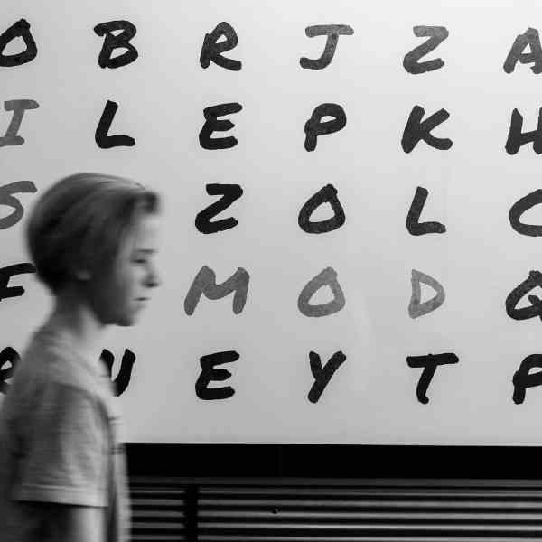 Die richtigen Worte zu finden, ist nicht einfach (Foto: John Jennings, Unsplash)