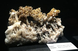 Gold mit Kristall