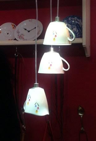 Lampe aus Tassen