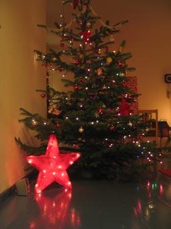 Weihnachtsbaum 2.0 - Dekopower im Sozialpalast