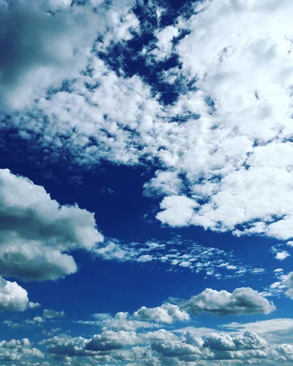 Strahlend blauer Himmel über Bahrenfeld, 21.08.2016