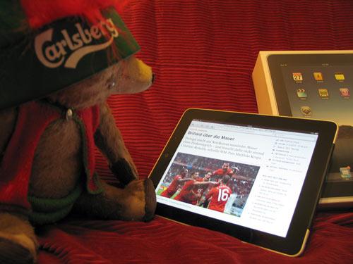 Martin liest den Spielbericht des 7:0 von Portugal auf ZEITonline