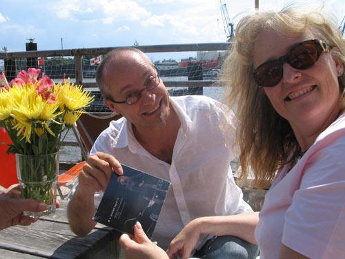 Frau Jekylla bekommt ihre CD an der Elbe