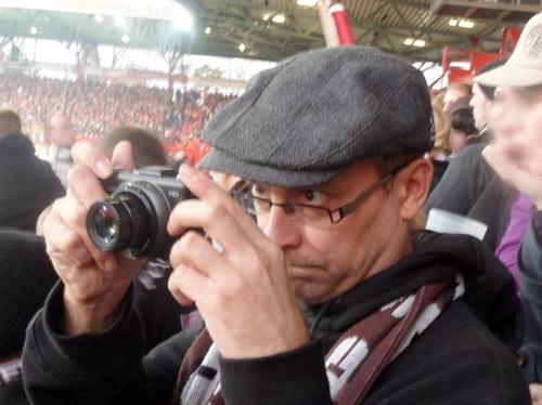 Augen auf im Fotoverkehr - der Blick geht auf der kurzen Distanz über die Brille…
