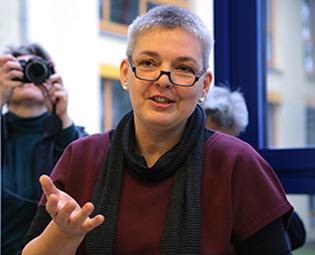 Porträt Astrid Priebs-Tröger